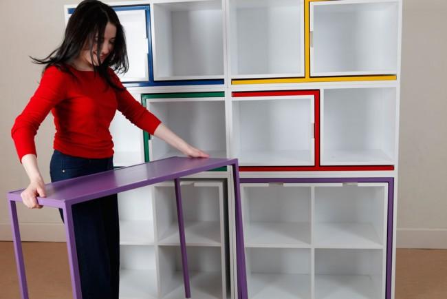 Стеллаж, в который компактно прячется полноценный обеденный набор мебели на 4 человек: стол и 4 стула