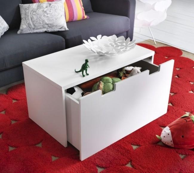 Журнальные столики, тумбы и пуфы часто проектируют как дополнительные места хранения
