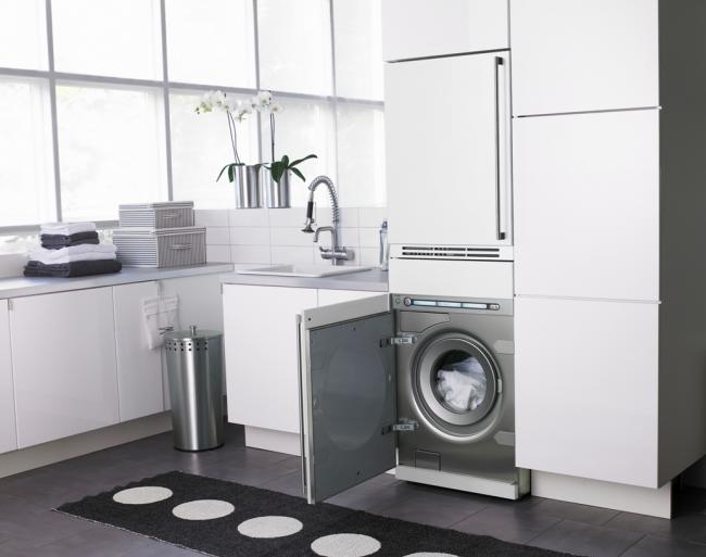 Встроенная стиральная машинка поможет сохранить общий дизайн интерьера