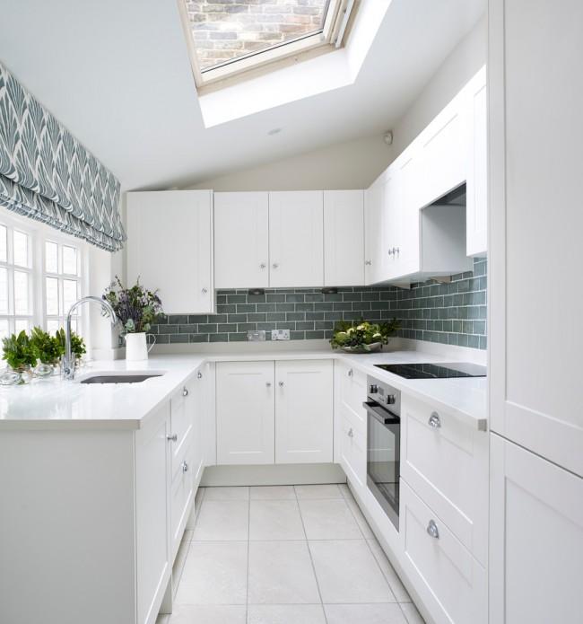Чтобы кухня не была скучной хорошо подойдут шторы в тон стен