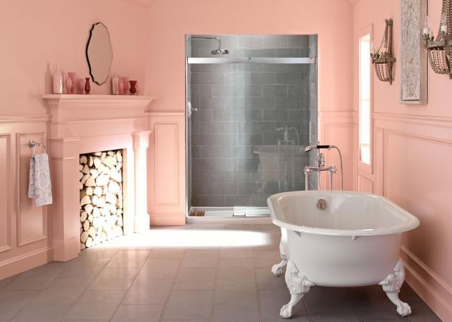 Чудесная персиковая комната с чугунной ванной