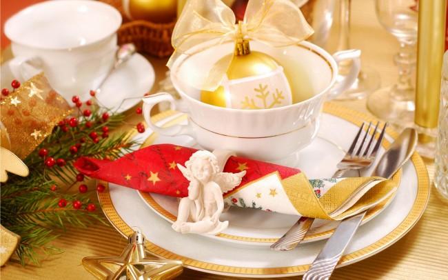 Так важно встретить новый год радостно и весело...Создайте с помощью правильной сервировки стола соответствующее настроение