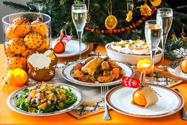 В этом году сервировка новогоднего стола должна пестреть фруктами