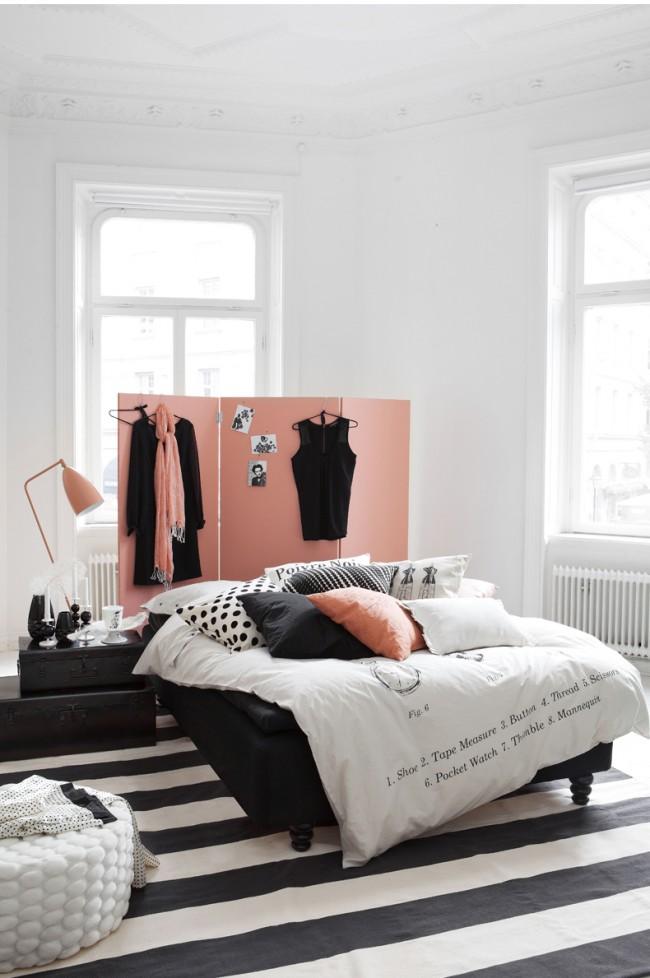 Мебель в комнате прежде всего должна размещаться удобно, чтобы ничего не мешало при передвижении