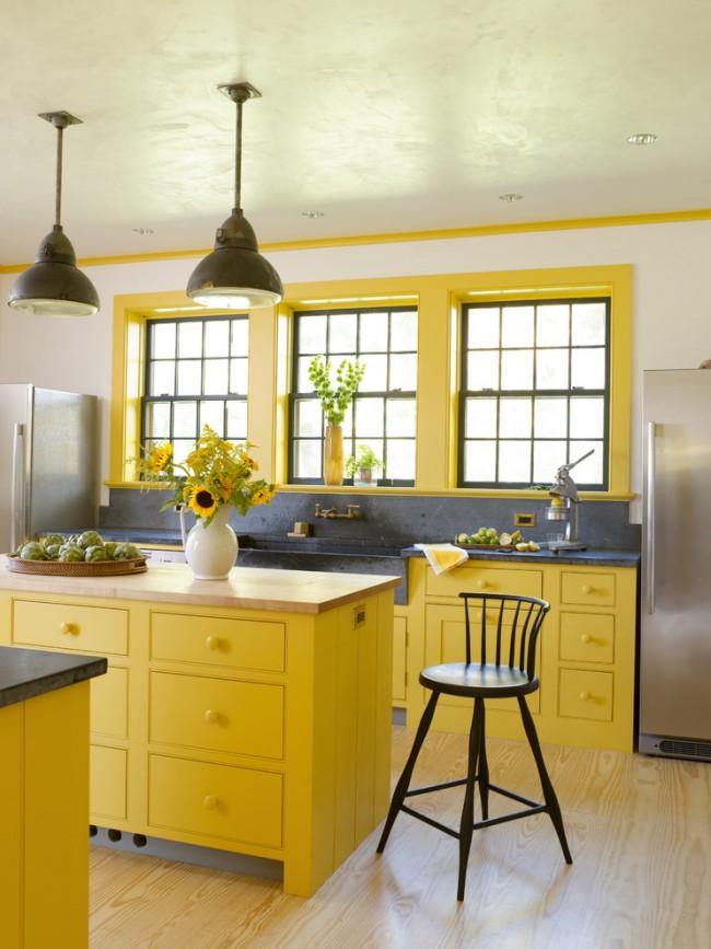 Солнечная светлая кухня