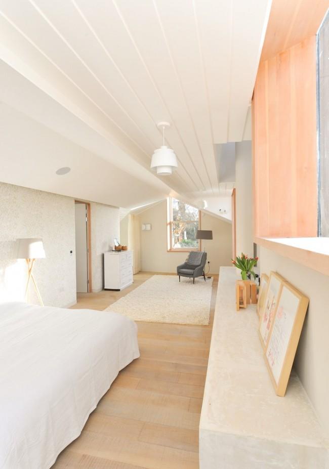 Окна и торшеры помогут комнате оставаться светлой и теплой