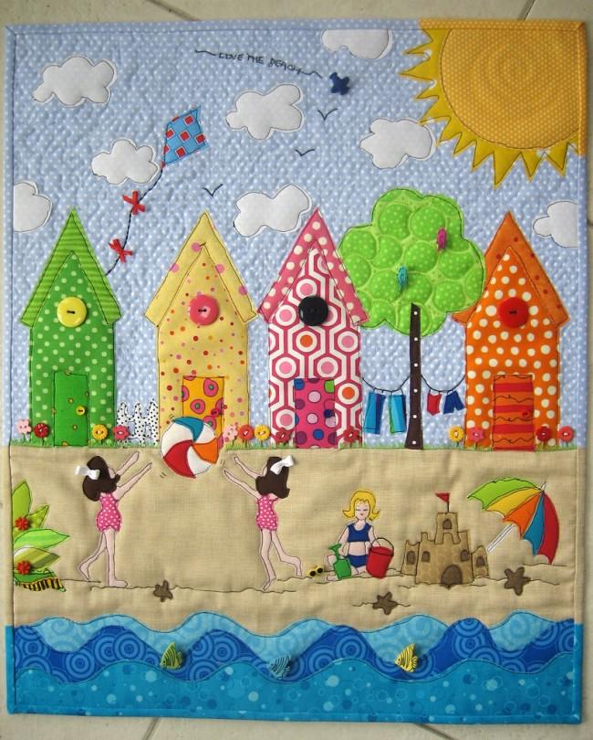 Яркая картина из цветных лоскутов ткани