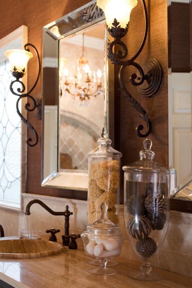 Стеклянные колбы, наполненные природным декором, создадут особую атмосферу изысканности