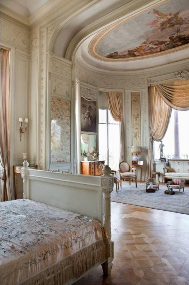 Классическое решение оформления потолка в стиле ампир