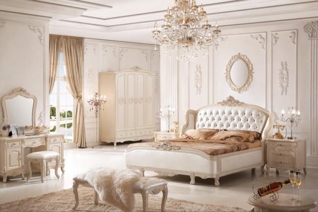 Фото классической спальни в белых тонах - величественно и красиво