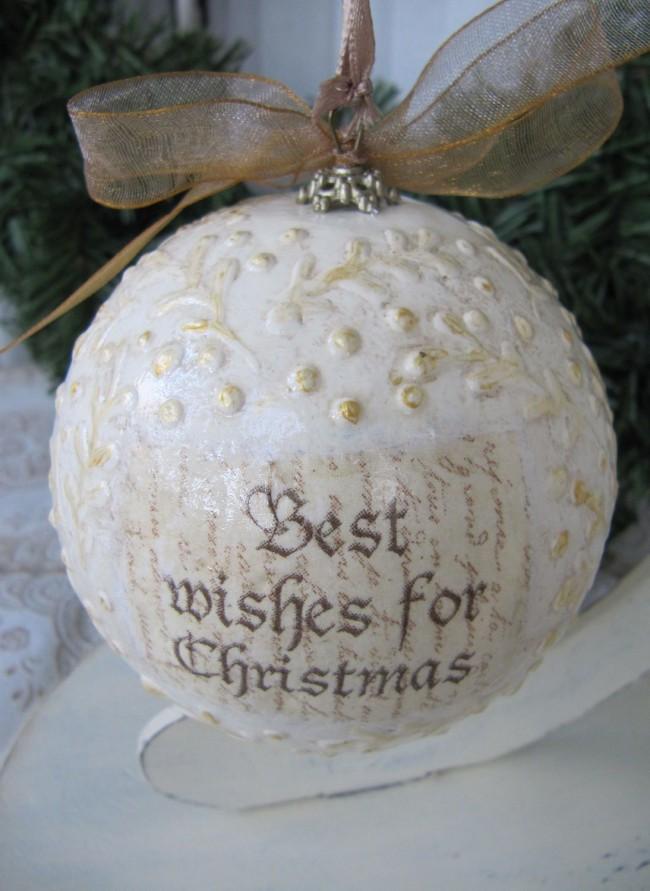 Пример контурной росписи на новогоднем шаре ручной работы