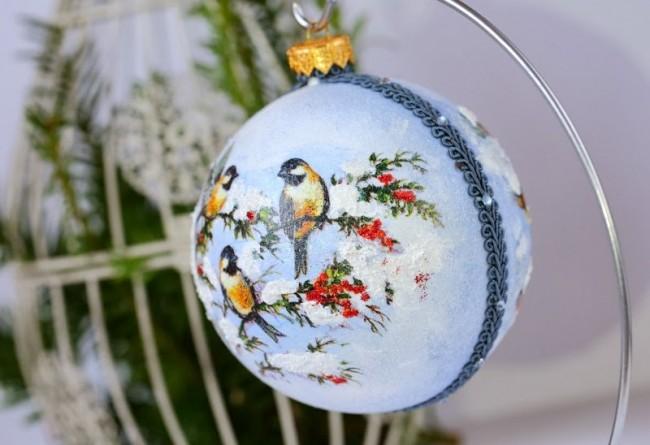 Шар ручной работы с зимним мотивом с птичками