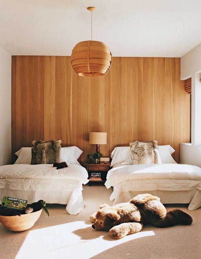 Спальня с обоями из шпона