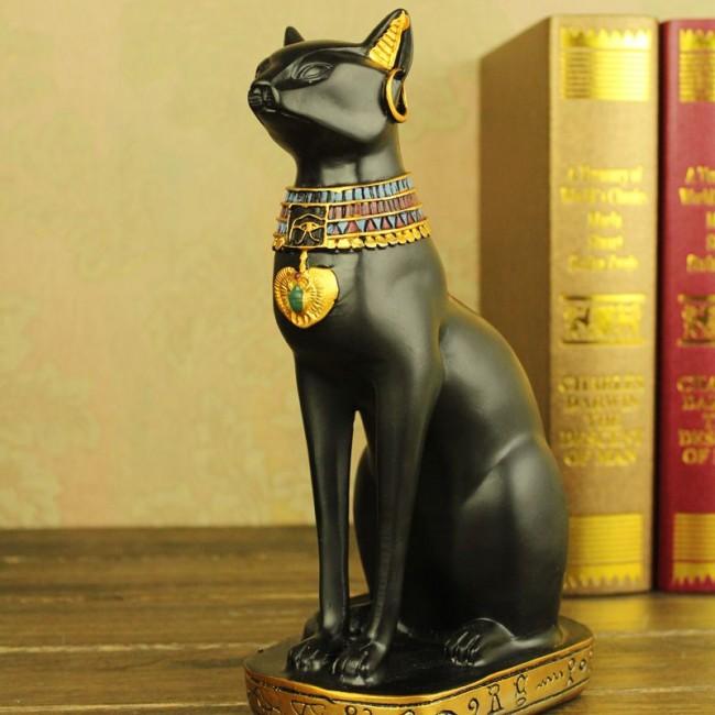 В Египте времен фараонов было особое отношение к кошкам, поэтому такие статуэтки в оформлении подобного дизайна не редкость