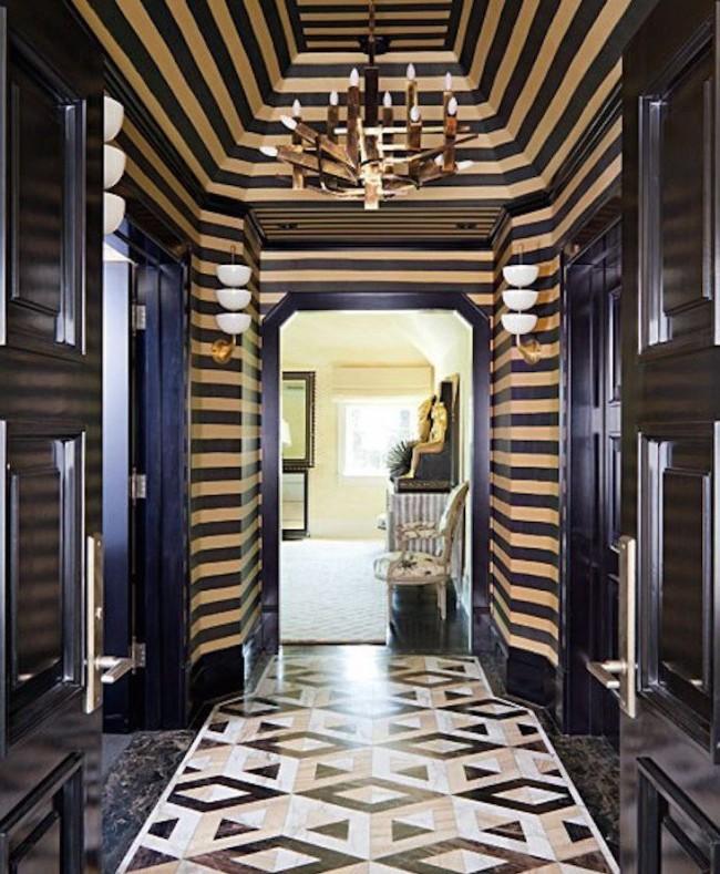 Величественность и роскошь в оформлении коридора