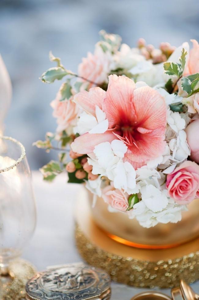 Цветы гибискуса широко применяются в декоре интерьера