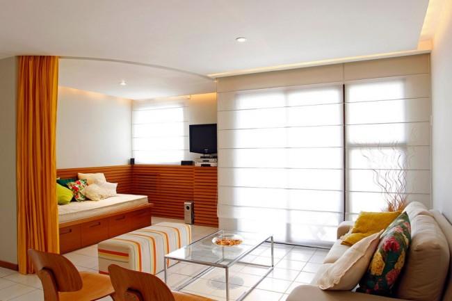 Разделение гостиной и спальной зон занавеской