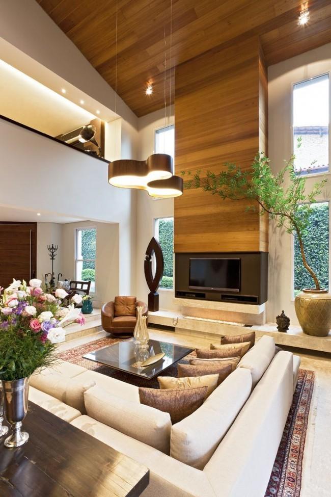 Современная гостиная в двухэтажном частном доме
