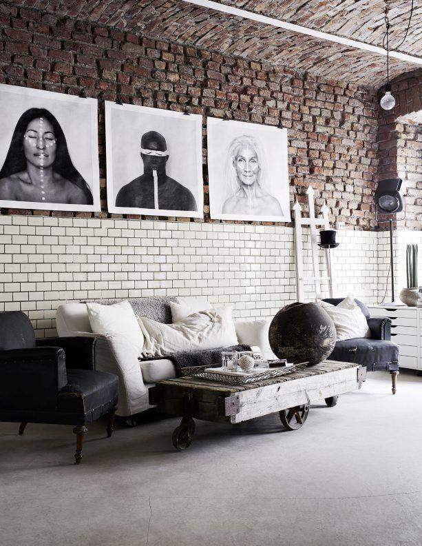Необычные черно-белые картины придают особого шарма интерьеру