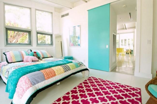 Пример удачного расположения ложе в спальне