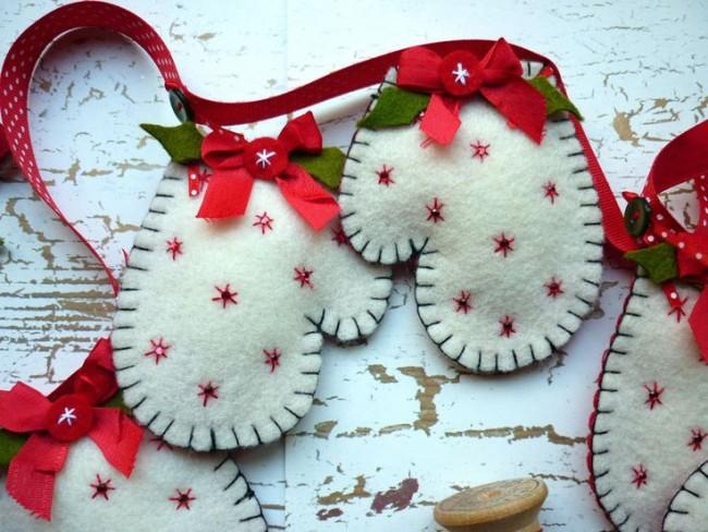 Из фетра можно пошить елочные игрушки или гирлянды с элементами на новогоднюю тематику