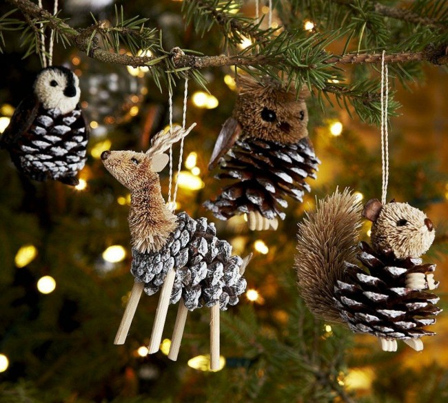 Шишки – довольно распространенный вариант для создания декоративных аксессуаров к Новому году