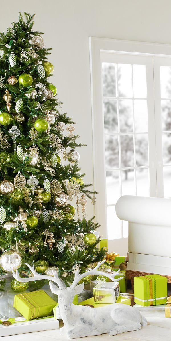 Обезьянка, которая обитает на деревьях, обрадуется и яркому зеленому декору