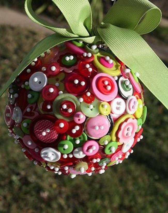 Оригинальный шар, выполненные с помощью обычных пуговиц