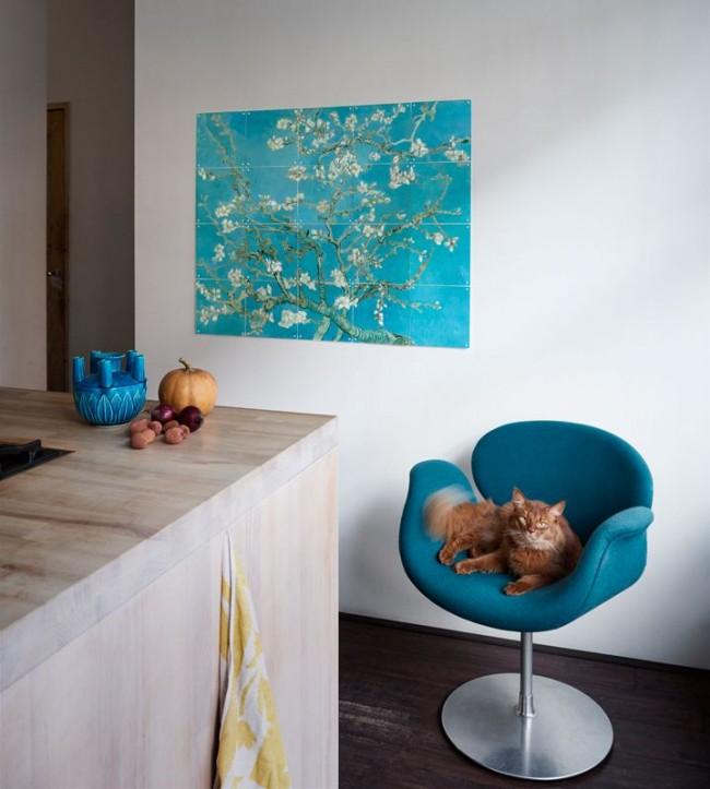 Нежное цветение дерева на картине в кухне поможет расслабиться и насладиться едой