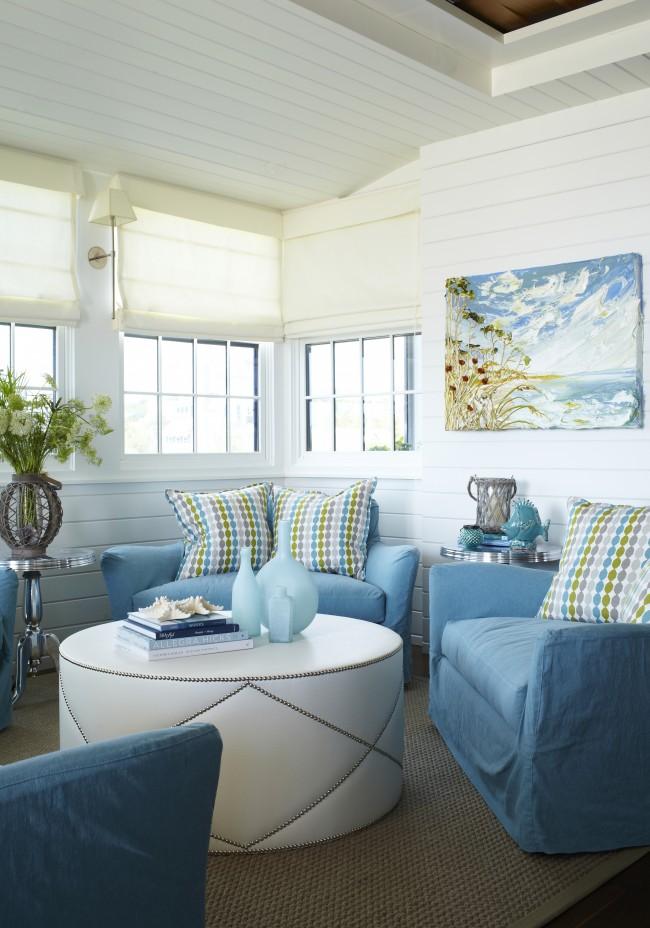 Картина с изображением водоема отлично подходит для гостиной