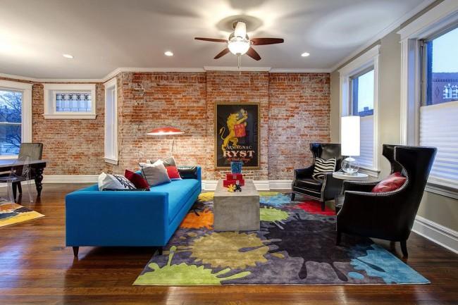 Главное, правильно подобрать цвет кирпича и дополнить интерьер соответствующими декоративными элементами
