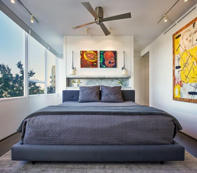Квадратные элементы декора помогут сделать комнату более правильной формы