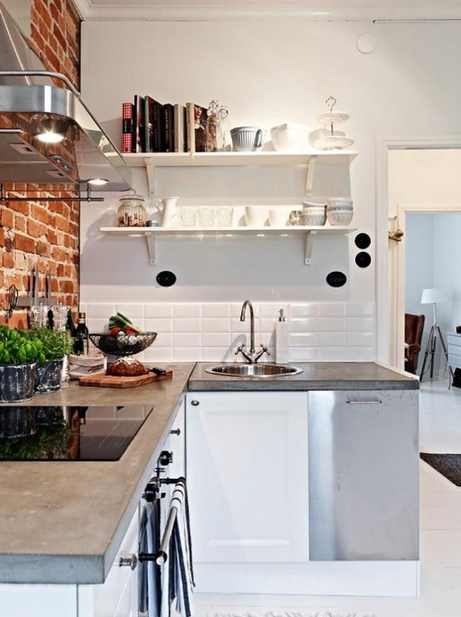 Угловая кухня с кирпичной стенкой