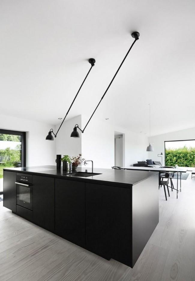 Необычные светильники на современной стильной кухне