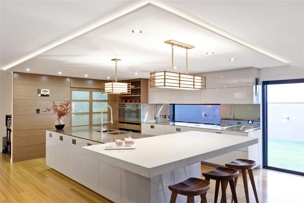 Светлый современный японский дизайн кухни