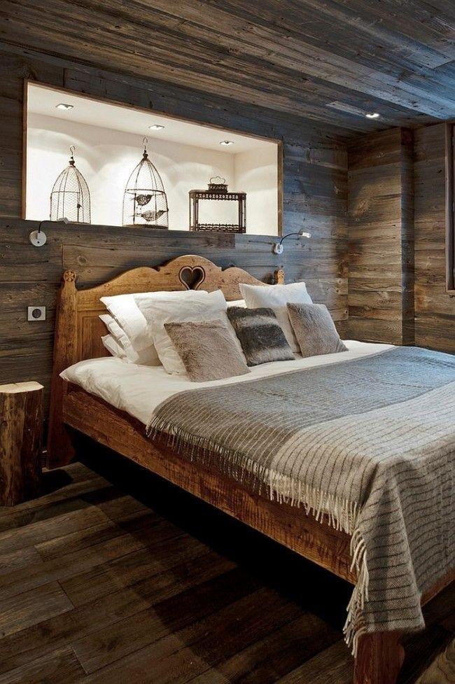 Светлая ниша в небольшой затемненной спальне