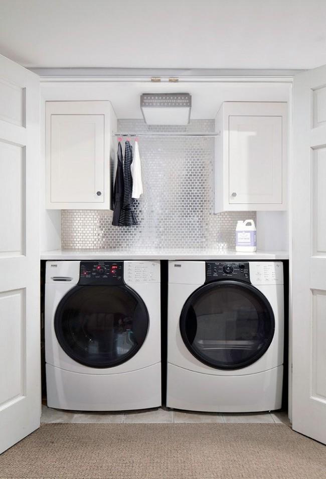 Углубление в стене для стиральных машин позволяет сэкономить пространство
