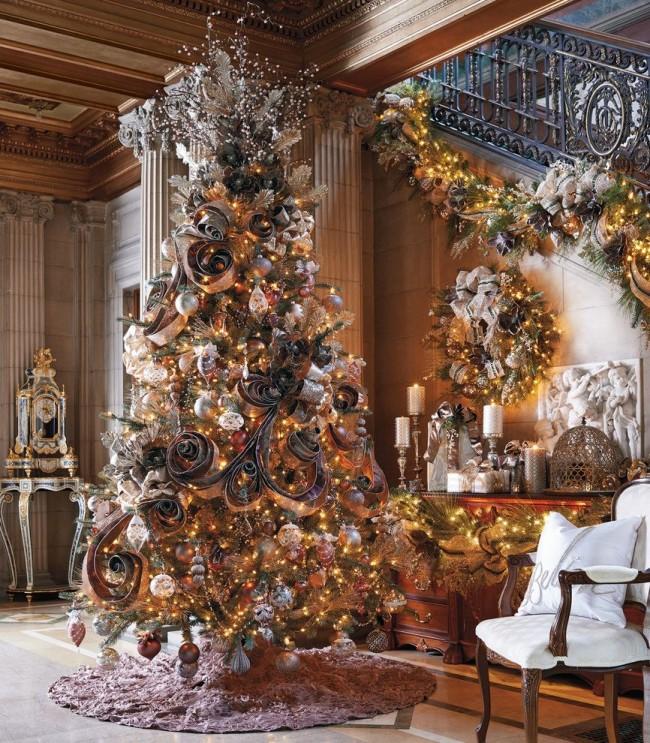 Великолепная новогодняя елка с применением декора из бумаги