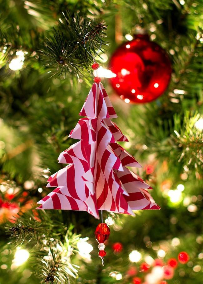 Украшение из бумаги в виде елки