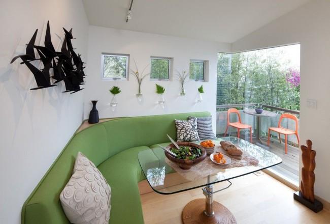 Прямоугольный стеклянный стол со скругленными краями и возможностью регулировки высоты стола