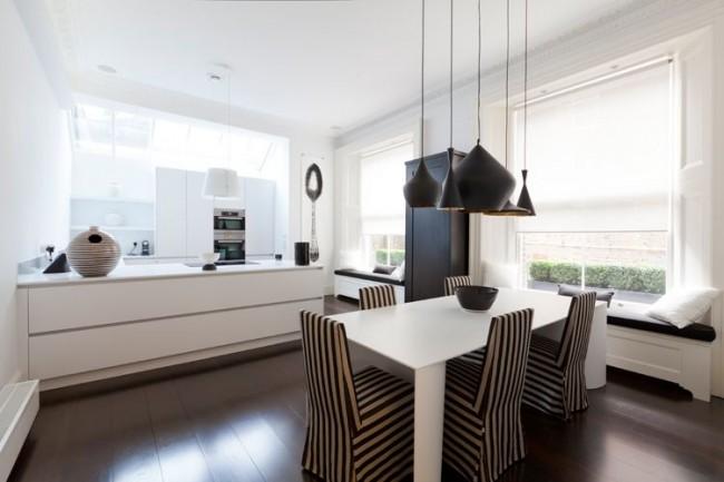 Стол из белого пластика - это красиво, стильно и практично