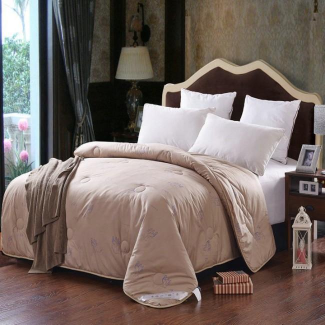 Одеяло с наполнителем из верблюжьей шерсти