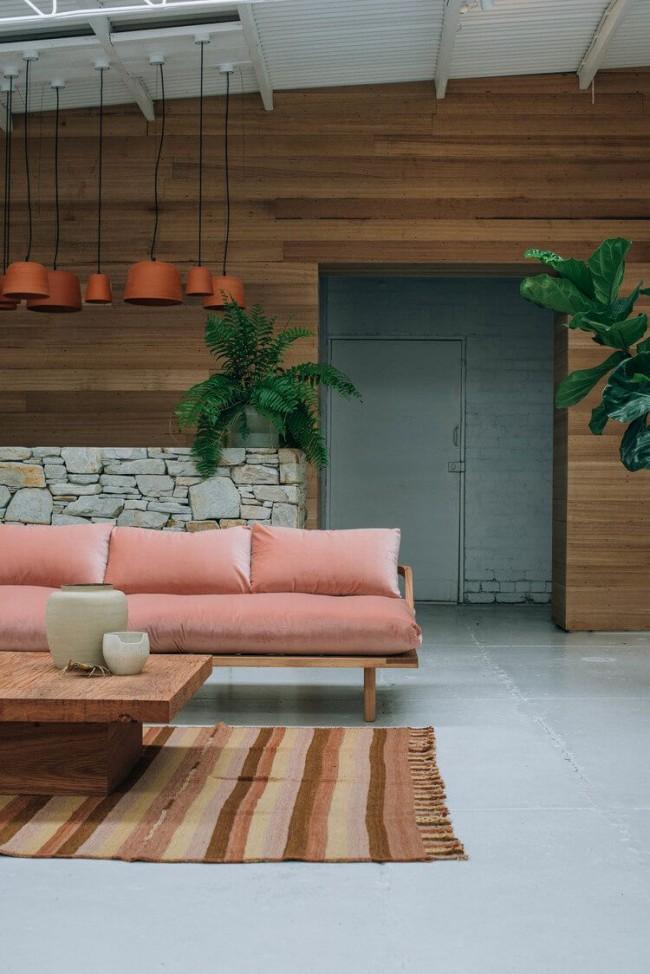 Наличие деревянных элементов подчеркивает минимализм
