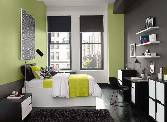 Пастельно-салатовый и темно-серый выглядят красиво и контрастно и разделяют спальную и рабочую зоны