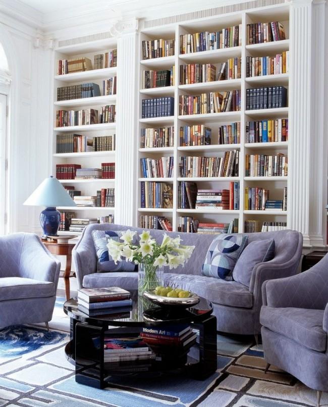 Оригинальный декор, выделяющий библиотеку в гостиной