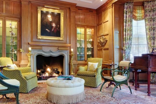 Деревянная отделка будет гармонично смотреться в роскошных апартаментах