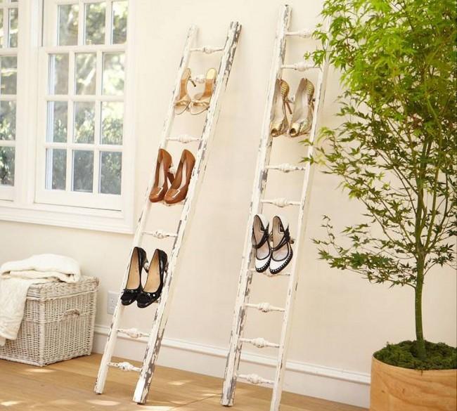 Покрасьте ее, чтобы она вписывалась в ваш интерьер и аккуратно разложите обувь на ступеньки лестницы