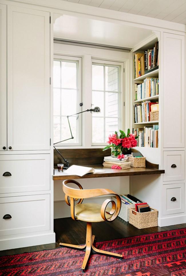 Даже в небольшой квартире можно оборудовать комфортную рабочую зону