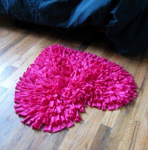 Яркий, красивый коврик из ленточек ткани