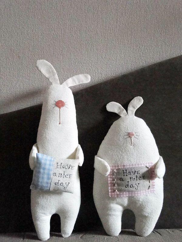 Умилительные фетровые зайцы